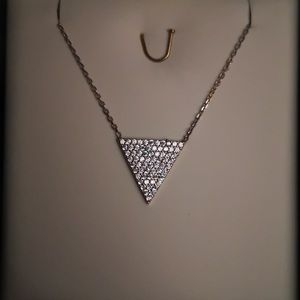 Jewelry - Cute 🥰 triangle CZ necklace in silver